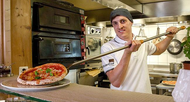 Antonio - Pizzaiolo im Alpenhof Weissbad